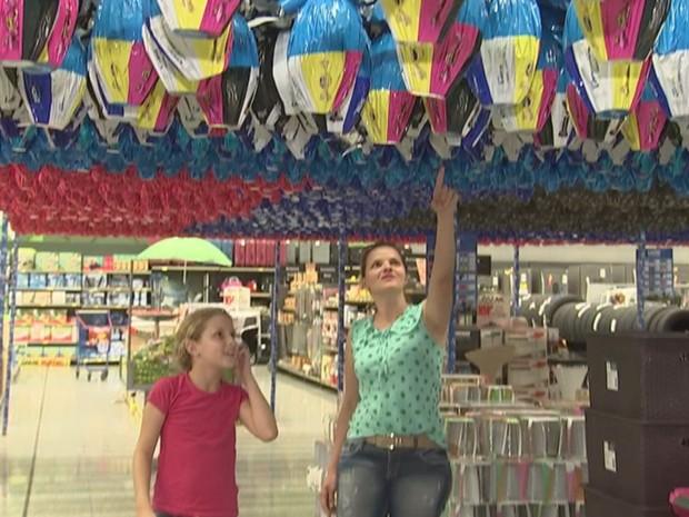 Ovos já tomam conta dos corredores dos supermercados (Foto: Reprodução/TV TEM)