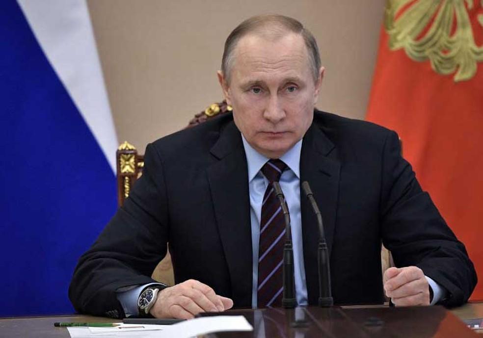 Durante a campanha eleitor, Trump elogiou o presidente russo dizendo que Putin era um 'líder muito forte, com quem ele adoraria ter uma boa relação' (Foto: Alexey Nikolsky / Sputnik / AFP)