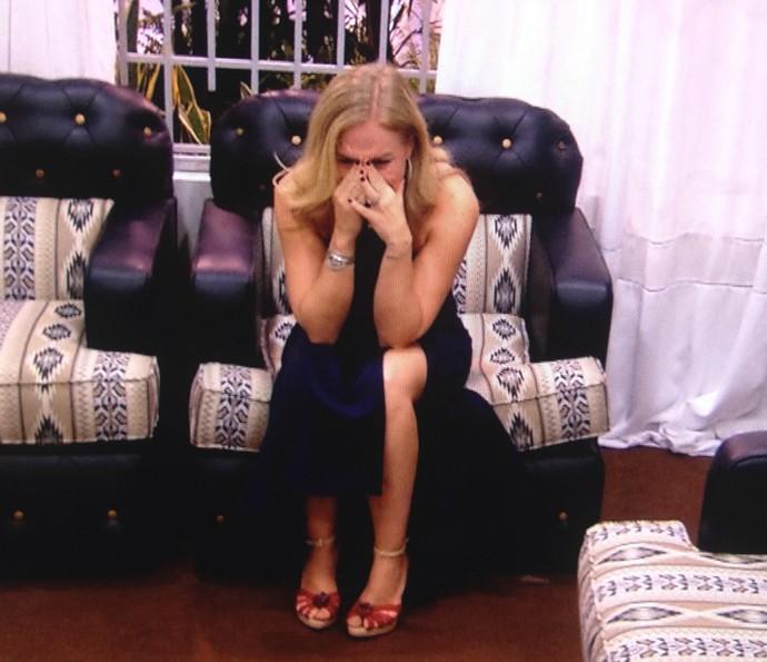 Apresentadora se emociona na réplica de sua casa (Foto: TV Globo)
