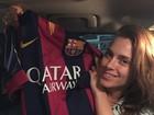 Carolina Dieckmann ganha camisa autografada de Messi