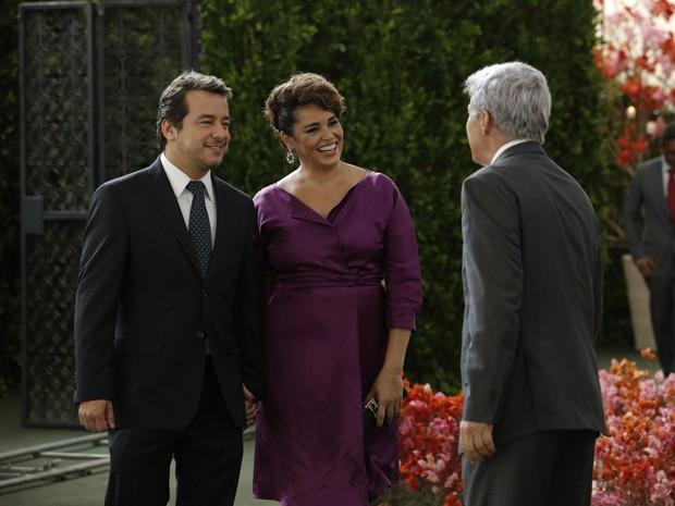 Claudio se surpreende com a novidade da ex-esposa (Foto: Felipe Monteiro/TV Globo)