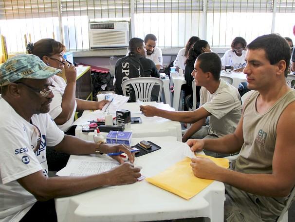Ação Global em Angra dos Reis: oportunidade para deixar os documentos em dia (Foto: Divulgação/Paula Gabrielle)