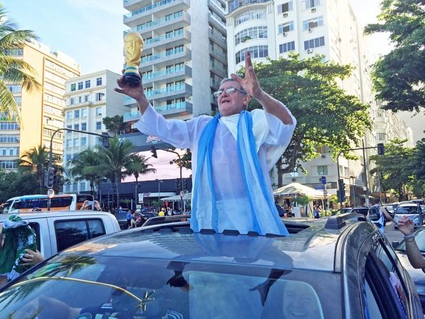 Passagem do 'Papa Francisco' animou os argentinos em Copacabana (Foto: Matheus Rodrigues / G1)