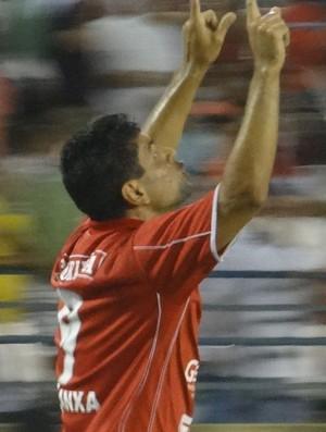 Schwenck marcou cinco gols na vitória do CRB sobre o CEO (Foto: Caio Lorena / Globoesporte.com)