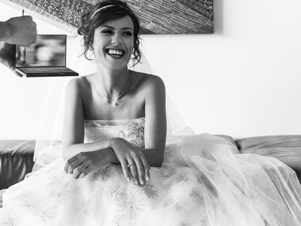 Andreia Horta se encontou com o vestido de noiva de Maria Clara (Foto: Raphael Dias/Gshow)