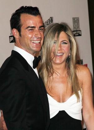 Justin Theroux e Jennifer Aniston em premiação em Los Angeles, nos Estados Unidos (Foto: David Livingston/ Getty Images/ Agência)