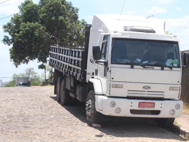 Caminhão era utilizado para o transporte de materiais utilizados no roubo a bancos (Foto: Fernando Brito/G1)