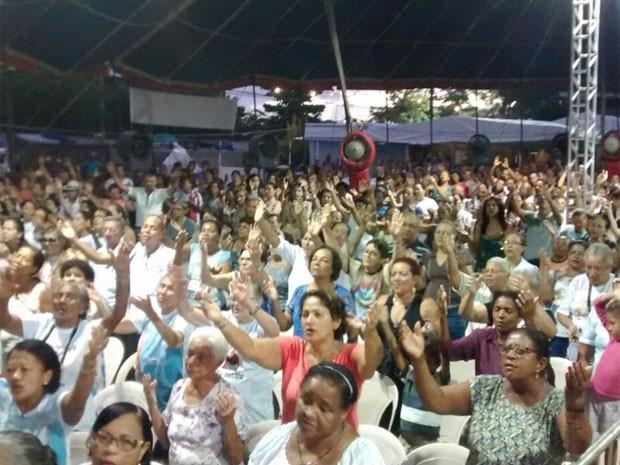 Fiéis prestaram homenagens à Frei Damião neste domingo (Foto: Camila Torres / TV Globo)