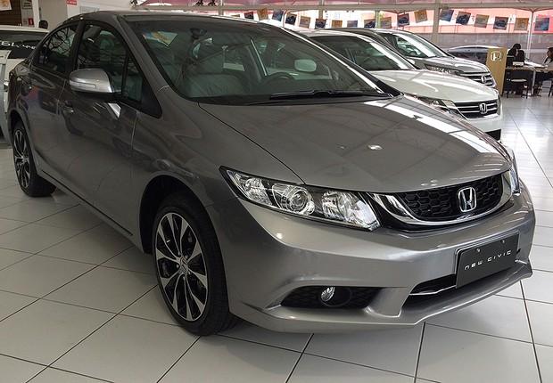 f026871d0138 Honda Civic tem descontos de quase R  7 mil nas concessionárias ...