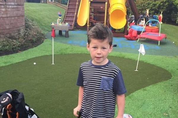 Kai Rooney, filho de Wayne Rooney, no campo de golfe particular (Foto: Reprodução/Instagram)