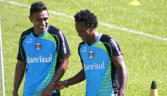 Werley e Zé Roberto em treino do Grêmio (Foto: Diego Guichard)