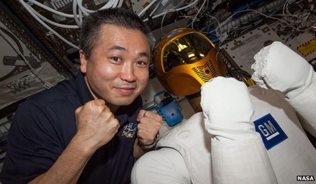 Robonauta já está a bordo da Estação Espacial Internacional (Foto: BBC)