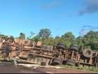 Caminhão carregado com óleo de cozinha tomba na BR-277 no oeste