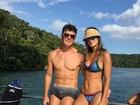 Rodrigo Faro e Vera Viel exibem corpos sarados em tarde de verão