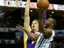 Lakers anotam 73 pontos no 1º tempo, mas caem diante do Charlotte Hornets
