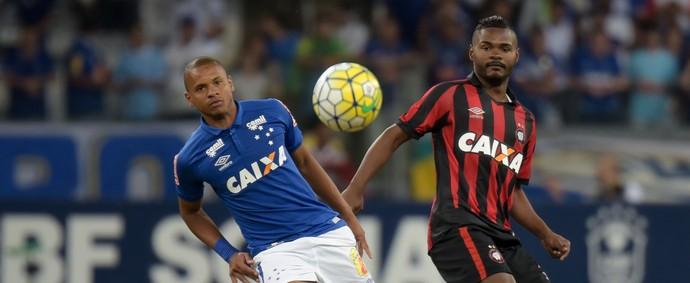 Edimar do Cruzeiro x Atlético-PR (Foto: André Yanckous / Agência Estado)