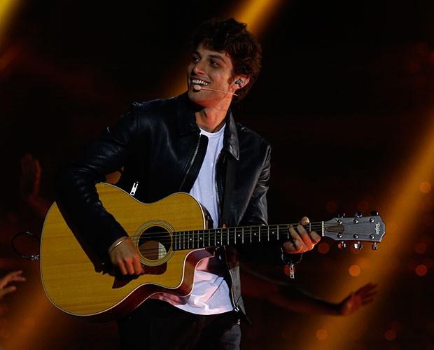 Chay Suede soltou a voz no especial (Foto: Raphael Dias / Gshow)