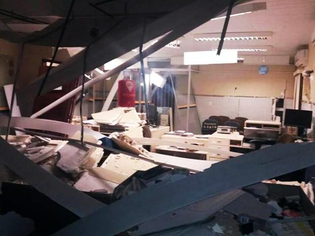 Explosão do cofre deixou a agência dos Correios destruída  (Foto: Francisco Coelho/Focoelho.com)