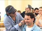 Banda de Johnny Depp ajuda crianças com problemas de audição no RJ