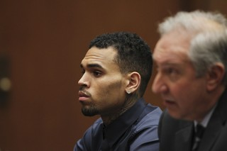 Chris Brown durante audiência (Foto: REUTERS/David McNew)