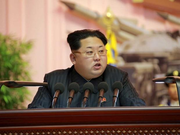 Líder norte-coreano Kim Jong-un, em imagem liberada em 5 de dezembro de 2015 (Foto: KCNA / via Reuters)