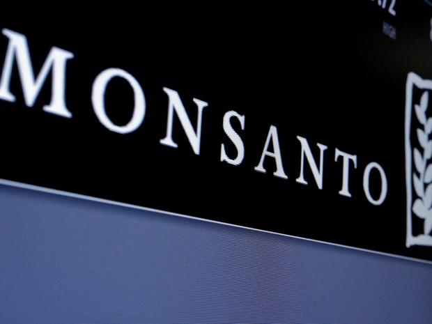Logo da Monsanto na Bolsa de Valores de Nova York (NYSE), no dia 9 de maio (Foto: REUTERS/Brendan McDermid)