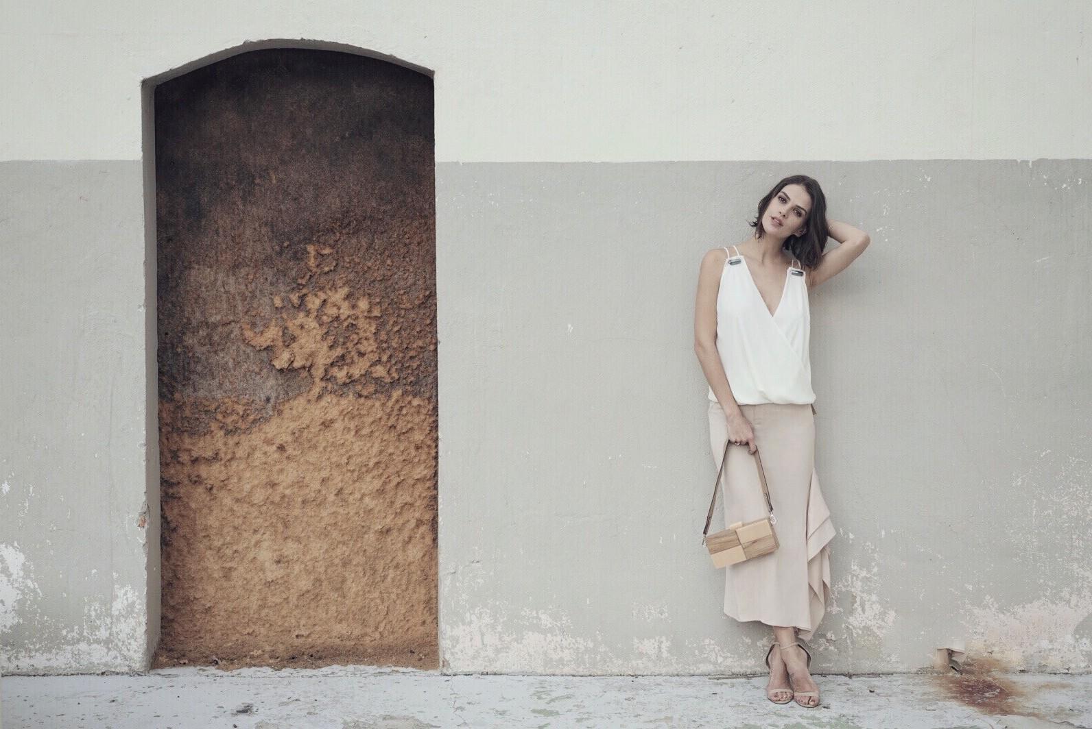 Mulher do cantor Junior Lima, Mônica Benini mostra sua porção modelo em campanha (Foto: Divulgação)