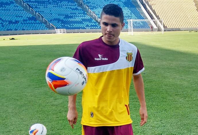 Felipe treinou entre os titulares durante a semana e acredita em chance contra o Vitória (Foto: Afonso Diniz / GloboEsporte.com)