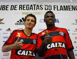 Elano e Feijão apresentação Flamengo (Foto: Pedro Kirilos/Agência O Globo)