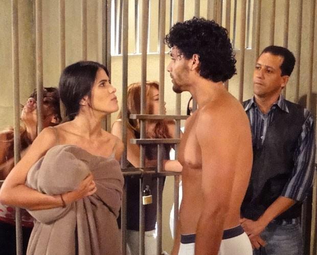 Isadora e Ronaldo trocam farpas (Foto: Guerra dos Sexos / TV Globo)