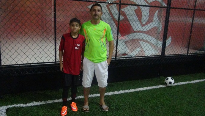 Orgulhoso, Gilberto comemora participação do filho na escolinha do Flamengo (Foto: Denison Roma / GloboEsporte.com)
