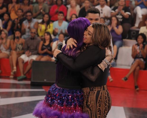 Baby dá um abraço em Preta Gil (Foto: João Pedro Januário / TV Globo)