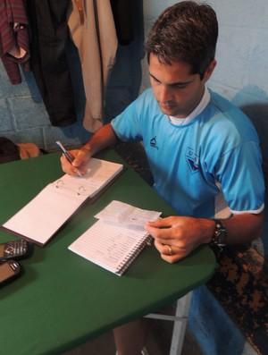 Rodrigo Santana prepara primeiro treino no Usac (Foto: Rodrigo Mariano / Globoesporte)