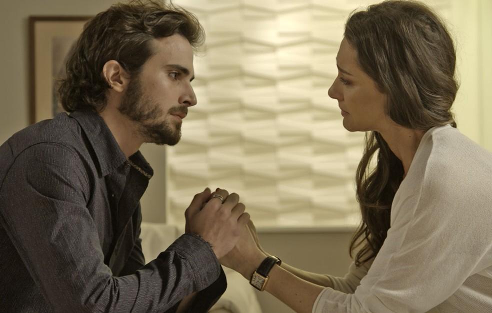 Como filho, Ruy quer ver Joyce com alegria de viver de novo (Foto: TV Globo)