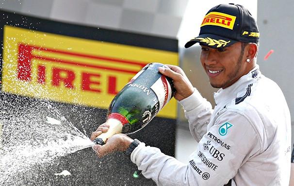 O inglês Lewis Hamilton é o novo líder do campeonato de F1 (Foto: Agência Reuters / reprodução globoesporte.com)