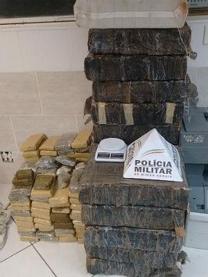 PM aprende drogas nos bairros Nossa Senhora das Graças e Eldorado em Juiz de Fora (Foto: Polícia Militar/Divulgação)