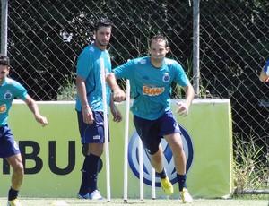 Thiago Carvalho no treino do Cruzeiro (Foto: Tarciso Badaró)