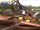 'Olhei para fora e não enxerguei casa nenhuma', diz morador após tornado