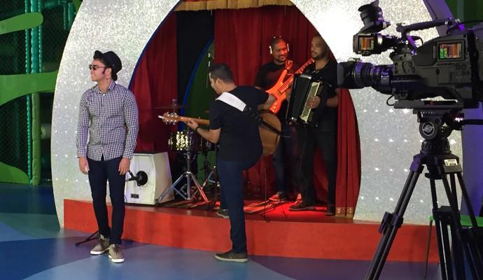 Thiago Brava convidado da gravação do especial seis anos do Carona (Foto: Raul Neto)