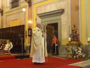 Arcebispo Dom Taveira pediu sensibilidade ao prefeito. (Foto: Thais Rezende/G1)