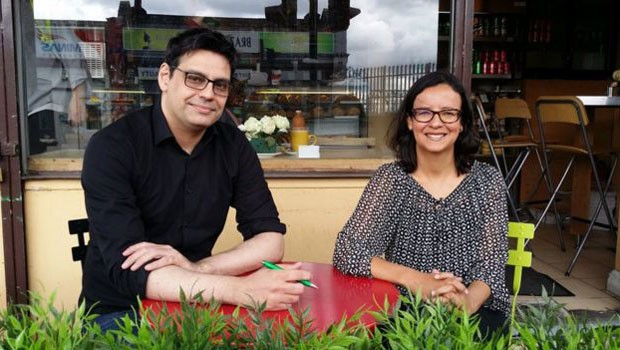Ricardo Zagotto, da Abras, e a jornalista Simone Pereira  (Foto: BBC Brasil)