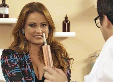 Leonora vai a veterinário pensando ser dermatologista