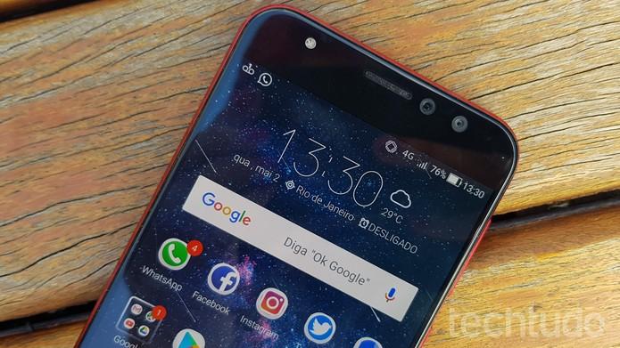 Zenfone 4 Selfie Pro tem tela de 5,5 polegadas com tecnologia AMOLED (Foto: Ana Marques/TechTudo)