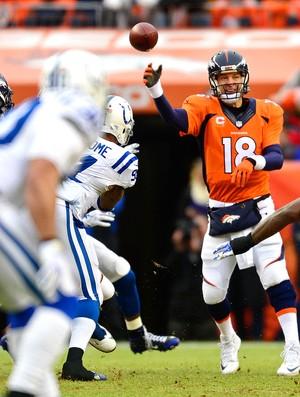 Peyton Manning, Denver Broncos x Indianapolis Colts (Foto: Reuters)