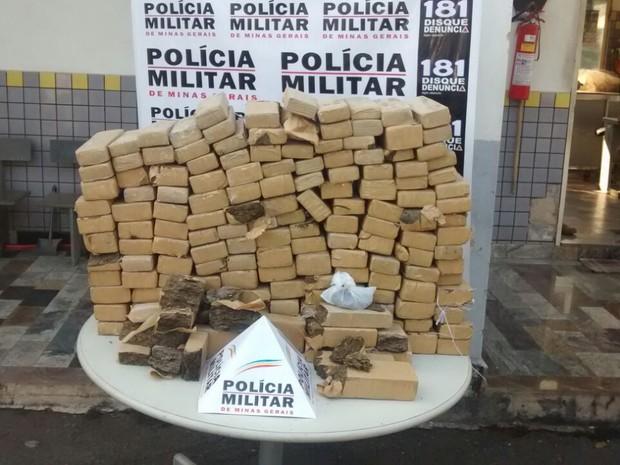 Drogas MG-050 Formiga Dores do Indaiá (Foto: Polícia Militar Rodoviária/Divulgação)