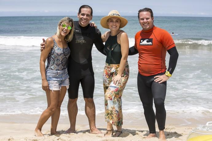 Karina, Leandro Hassum, Angélica e o professor de surfe do ator (Foto: Ellen Soares/Gshow)