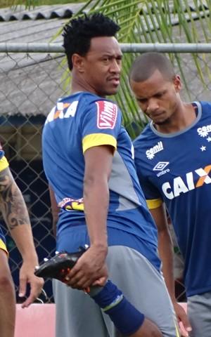 Fabrício se reapresenta ao elenco do Cruzeiro (Foto: Maurício Paulucci)
