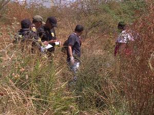 Corpos foram achados em um local de difícil acesso. (Foto: Reprodução/ TV Grande Rio)