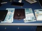 Dois são presos em MT com R$ 5 mil escondidos em câmbio de carro
