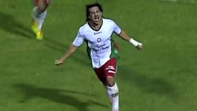 Clébson marca dois e Boa Esporte vence o Luverdense (Foto: Reprodução Premiere)